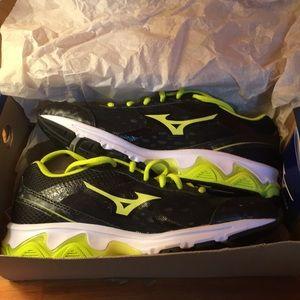 New with box Mizuno women's baseball shoes size 6